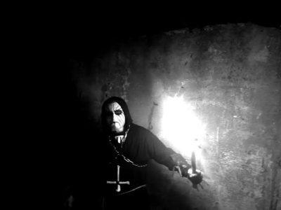 البئرالجديد: عبدة الشيطان يقيمون طقوسهم في مقبرة مسيحية ويعبثون بموتاهم