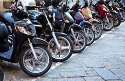 مئات الآلاف من أصحاب الدراجات النارية ملزمين بالحصول على رخص السياقة