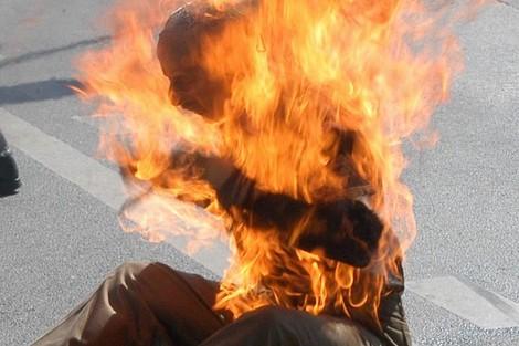 رصيف الصحافة: عسكري يضرم النار في جسده أمام فيلا بنكيران
