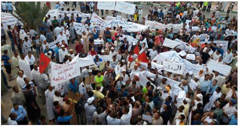 بالصور : 3000 محتج يجوبون شوارع الراشيدية ويسلمون رسالة للوالي بإقالة الشوباني