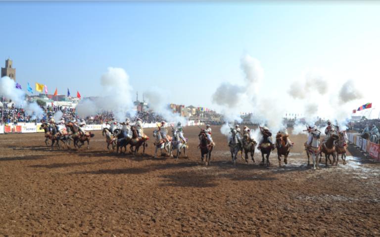 إطلاق الشهب الاصطناعية ومتابعة جماهيرية قياسية في حفل اختتام  موسم مولاي عبد الله أمغار