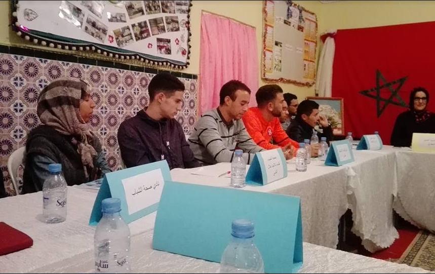 المدير الجهوي للشباب والرياضة يعطي انطلاقة الحوار مع المجتمع المدني بدار الشباب بني مكادة