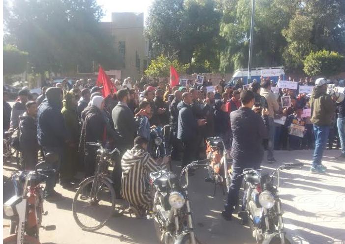 وقفة احتجاجية : المطالبة بإحداث مستشفى محلي بمنطقة بني مسكين .