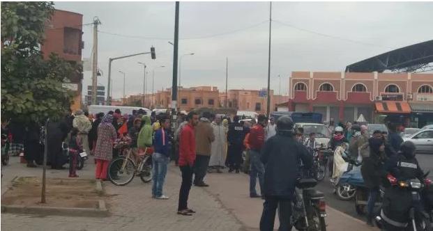 مراكش : مواطنون يعثرون على رضعيين توأم حديثي الولادة عاريين بحاوية للأزبال