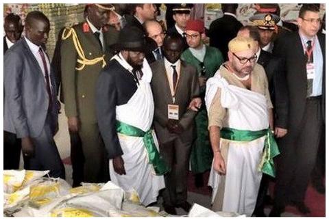"""الملك يرتدي لباس """"اللاووه"""" التقليدي لجنوب السودان"""
