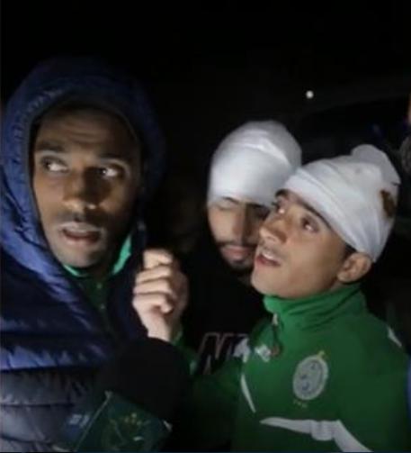 لاعبو الرجاء يكشفون بغضب وتذمر تفاصيل الاعتداء الذي تعرضت له حافة الفريق