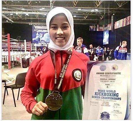 البطلة المغربية شيماء بلقاسمي تفوز بالميدالية البرونزية خلال بطولة العالم لرياضات الكيك بوكسينغ بجمهورية البوسنة
