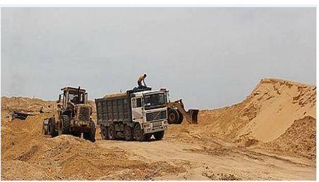 الإطاحة بناهبي الرمال برأس الماء و حجز شاحنات و جرافات !