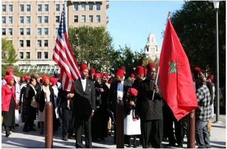 لماذا رفع السود العلم المغربي في احتجاجات الأمريكيين ضد ترامب؟ (صور)