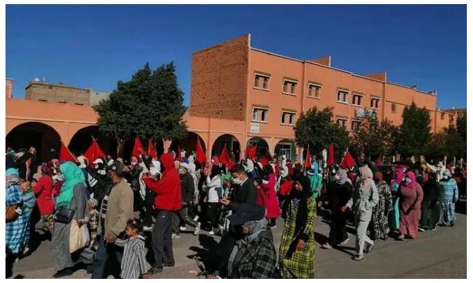 في أول تفاعل شعبي .. ساكنة ورزازات تخرج في مسيرة للإحتفاء بالإعتراف الأمريكي (صور