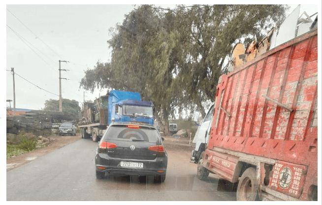 شاحنات نقل المتلاشيات تثير مخاوف المواطنين ضواحي برشيد+صور
